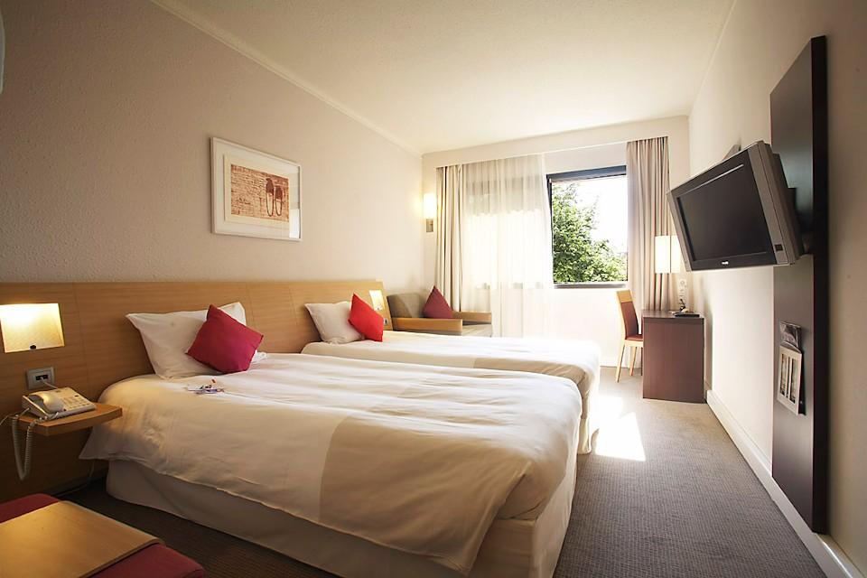 säng i hotellet